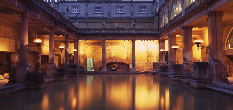 TravelEnglish-Bath-Roman-baths-night